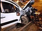 Póznának csapódott egy autó az Erzsébet utcán