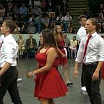 Szalagtűző tánc 12.A osztály DSZC Vegyipari Szakgimnáziuma - haon.hu