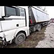 Kamion és személyautó karambolozott Nyíradony határában
