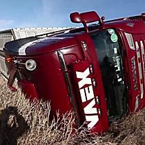 Malacokat szállító teherautó borult fel Püspökladány és Nádudvar között - haon.hu