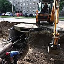 Csőtörés a Csapó utcán - Elbontották a közműalagutat - haon.hu
