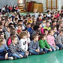 Több száz debreceni gyermek énekelt a Boldogság Világnapján - haon.hu
