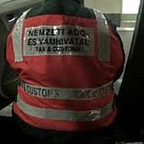 Dupla padlólemez rejtette a csempészcigarettát Ártándnál