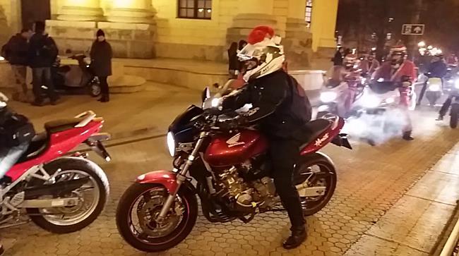 Motoros Mikulások is érkeztek Debrecen főterére