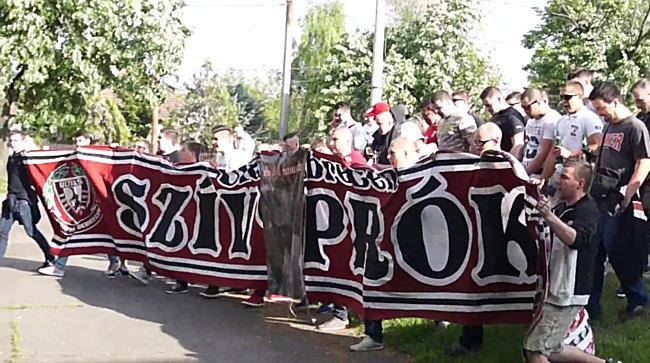 A debreceni ultrák újra szervezetten indultak meccsre