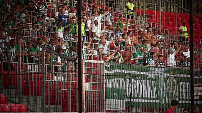 Ferencvárosi szurkolók a Nagyerdei Stadionban