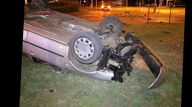 Fejtetőre borult egy autó a Csigekert utcában